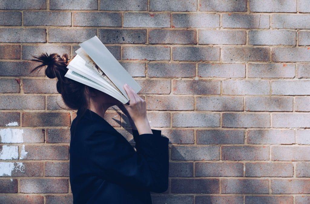 Blog Le Bureau Femme qui réfléchit